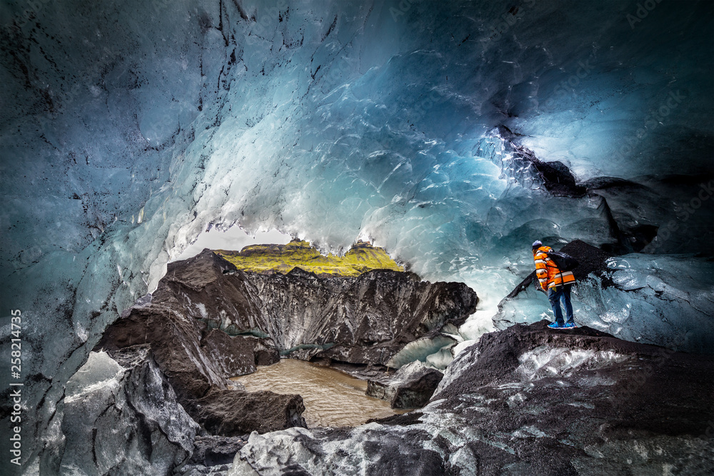Fototapety, obrazy: A wonderful view of ice cave in Iceland