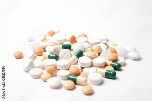 Fototapeta たくさんの薬の山 obraz
