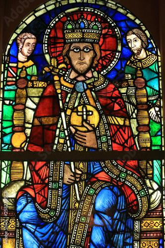 In de dag Stained Empereur en Majesté. (Henri II ou de Charlemagne). Musée de l'Oeuvre Notre-Dame de Strasbourg. / Enthroned Emperor. (Henry II or Charlemagne). Oeuvre Notre-Dame de Strasbourg Museum.