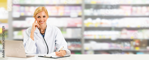 Fotografia  Pharmacist or doctor using laptop computer at the pharmacy room