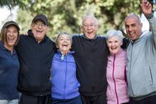 Gruppo Di Anziani Signori Vest...