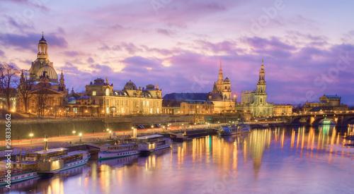 Foto  Dresden skyline at dusk, Germany