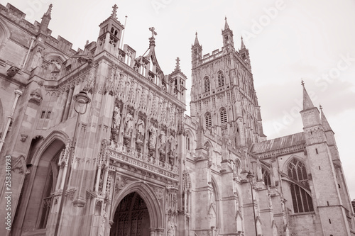 Valokuva  Facade and Entrance of Gloucester Cathedral; England; UK