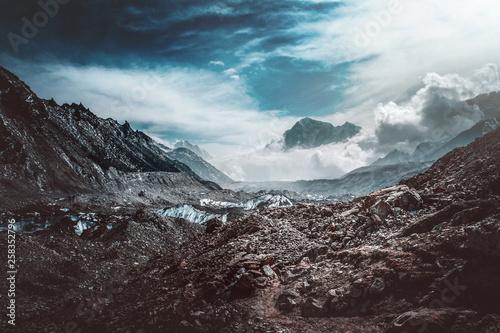 Valokuva  Desolate moody mountain valley