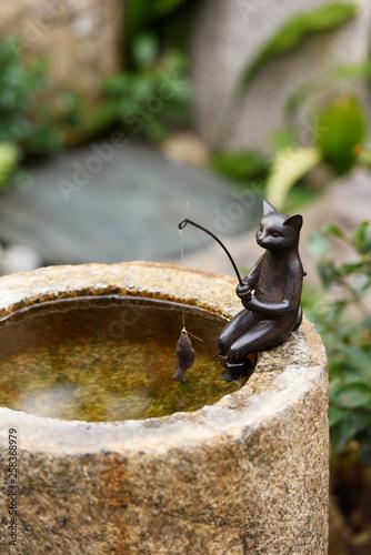 Fotobehang Fontaine 猫の魚釣り