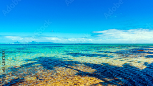In de dag Afrika View of the seascape, Huahine, French Polynesia. Copy space for text.
