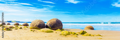 Photo Moeraki boulders on Koyokokha beach in the Otago region, New Zealand