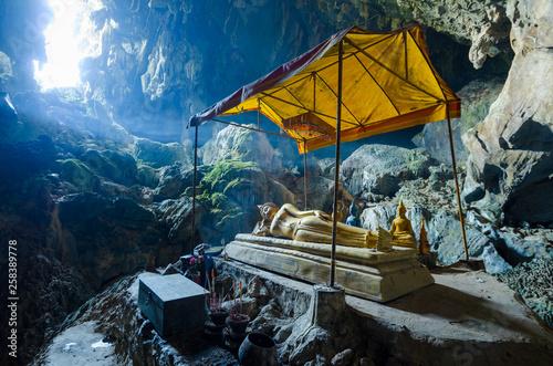 Cuadros en Lienzo Tham Poukham Cave Blue Lagoon, near Vientiane, Laos