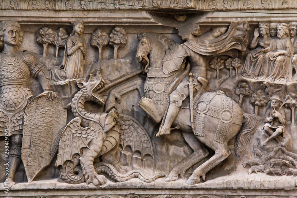 Valokuva San Giorgio e il drago (particolare); altorilievo in marmo, portale di una delle