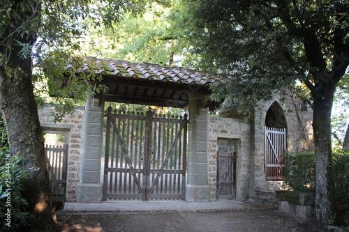 Brama Toskania drewniane drzwi dachowe Włochy