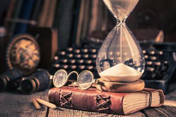 Klepsydra i dziennik jako wspomnienia starych podróży