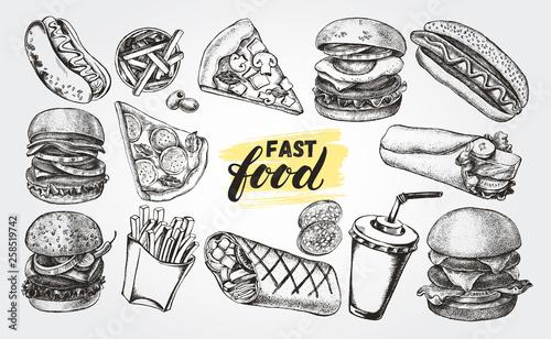 Ręcznie rysowane tuszem zestaw różnych burgerów, hot dogów, burrito, frytek, plasterka pizzy. Kolekcja elementów Fast Food do projektowania menu lub szyldów. Ilustracji wektorowych.