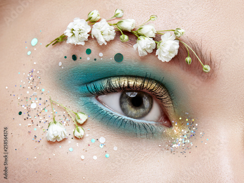 Obraz na plátne Eye makeup woman with a flowers