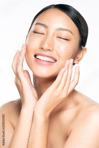 Photo  Beautiful Young asian Woman with Clean Fresh Skin