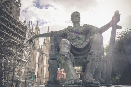 Valokuvatapetti Vintage image, Statue of Roman Emperor Constantine the great with blue sky, York
