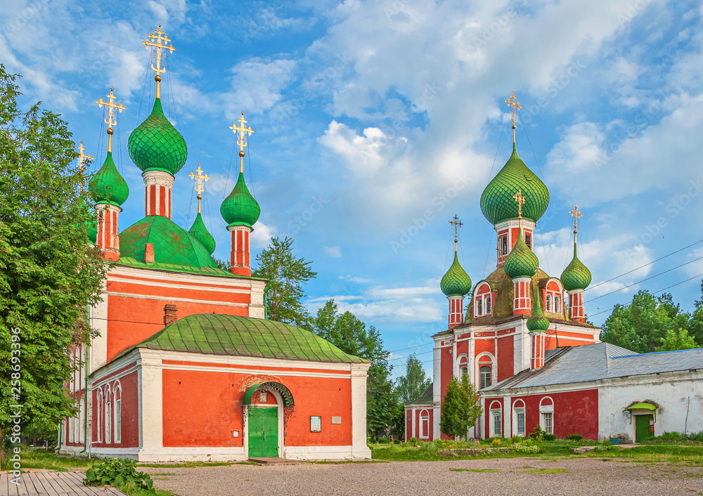 Fototapety, obrazy: Gold ring of Russia. Ancient temples on Red Square of Pereslavl Zalessky