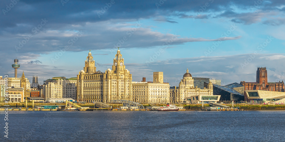 Fototapety, obrazy: Liverpool skyline, ferry across the Mersey, iconic historical buildings