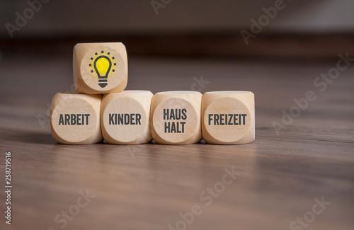 Foto Würfel mit Arbeit, Kinder, Haushalt, Freizeit