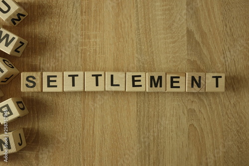 Settlement word from wooden blocks on desk Fototapet