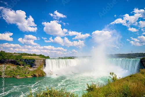 Carta da parati Niagara falls in Canada
