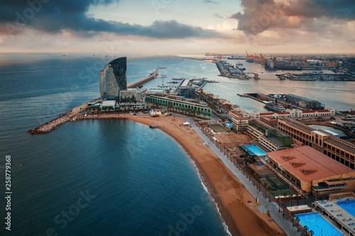 Montage in der Fensternische Barcelona Barcelona coast