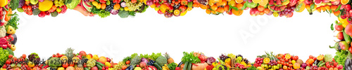 Poster Légumes frais Wide panoramic frame of fresh vegetables and fruits isolated on white
