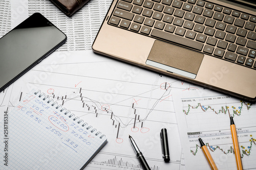 Fotografía Financial charts of currencies on paper, profit analysis, financier's workplace