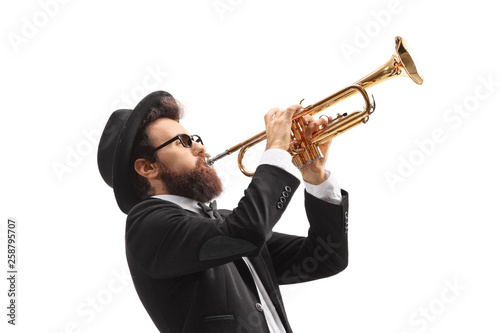 Photo Man playing a trumpet
