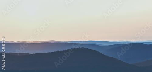 Photo Sunrise Over a Mountain Range