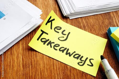 Pinturas sobre lienzo  Key takeaways. Memo stick and pepers on a desk.