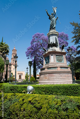 Cuadros en Lienzo  Image of a park in the colonial city of Dolores Hidalgo. Mexico