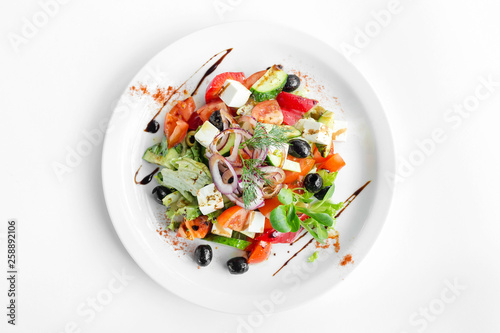 Fotomural  vegetarian salad on white background