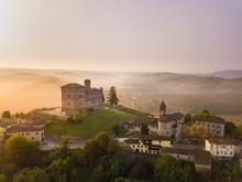 Vista Aerea Del Castello Di Grinzane Cavour All'alba