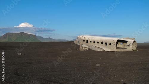 Fotografía Wreckage of crashed airplane in 1973 Douglas R4D Dakota DC-3 C 117 of the US Nav