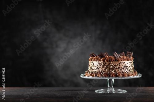 Fotografía Decorated chocolate cake on dark background