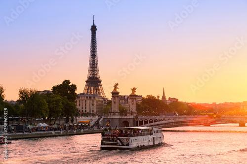 Fotografia  Paris Cityscape, sunset on Seine river