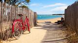 Fototapeta See - Détnete sur la plage après une balade à vélo sur lîle de Noirmoutier
