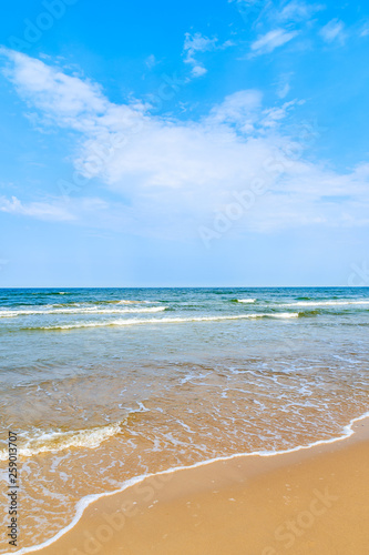 Obraz Sea waves and sandy beach in Baabe town, Ruegen island, Baltic Sea, Germany - fototapety do salonu