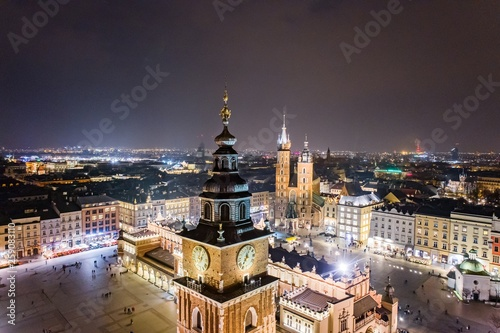 Photo sur Toile Cracovie Aerial drone view Cracow old town and city main square at night.
