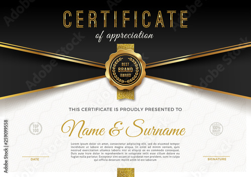 Fotografiet  Certificate template with guilloche pattern qnd luxury golden elements