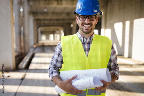 Cuadros en Lienzo Young business man construction site engineer