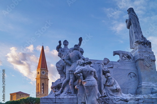 Photo Monument to Francesco Petrarca at the Prato and Bell tower of the Cathedral, Are