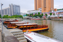 The Singapore River Cruise Provides Boat Tours. Take A Cruise Along The Singapore River And Marina Bay With The BumBoat Boat, An Ancient Boat, Another Type Of Singapore.