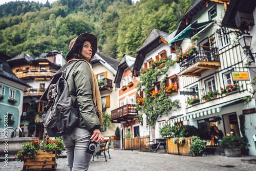 Fotografía  Young girl in Hallstatt