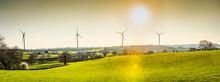 Panorama D'éoliennes En Bourg...