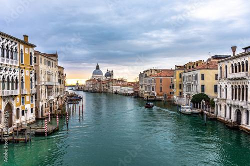 Cadres-photo bureau Venise Grand Canal and Basilica Santa Maria della Salute in Venice, Italy