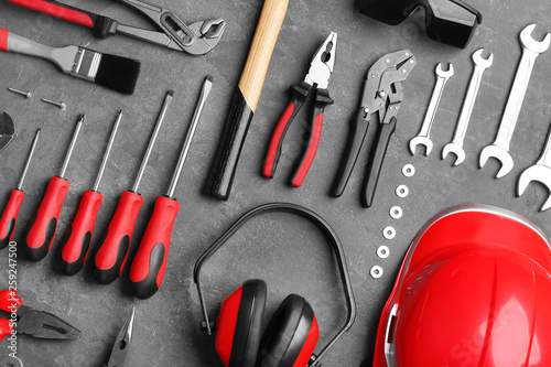 Flat lay composition with different construction tools on grey background Billede på lærred