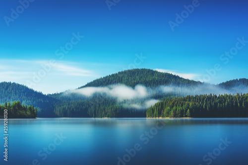 Obraz na plátně  Morning fog on the lake
