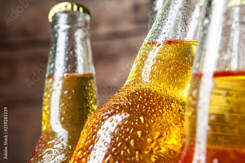 Fotografía Cold bottles of beer in the bucket on the wooden background
