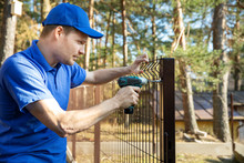 Fencing Services - Worker Inst...